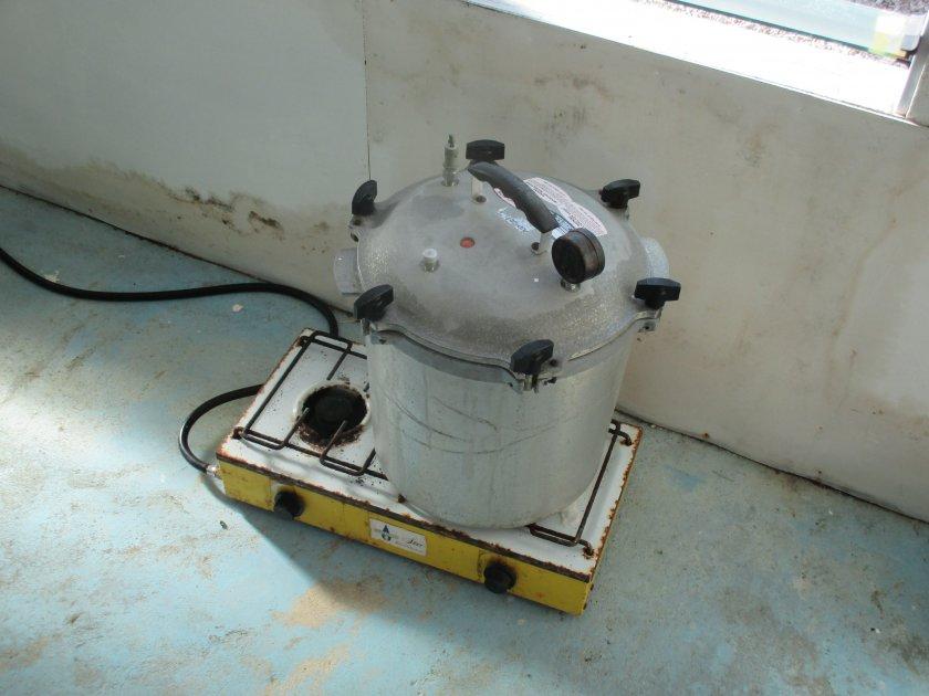Pressure cooker sterilisation